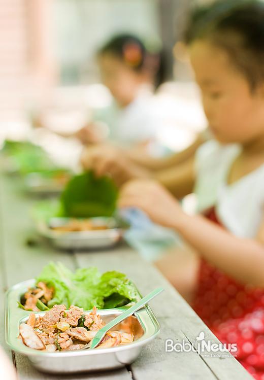 공부에도 때가 있듯 식욕부진 치료는 어렸을 때가 가장 중요하다. 아이는 먹어야 성장하는 데 질병이 있으면 10개 중 5개가 치료를 위해 쓰이기 때문에 성장에도 좋지 않다. 이기태 기자 likitae@ibabynews.com ⓒ베이비뉴스